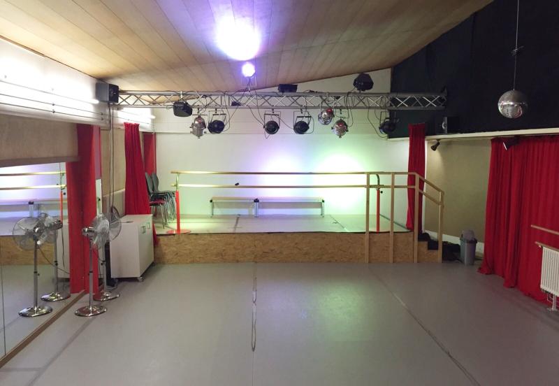 Tanzraum mit Bühne
